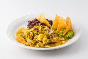 Chilaquiles verdes y frijoles