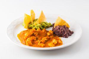 Queso con rajas, frijoles y guacamole