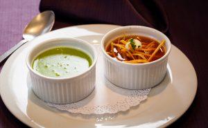 Dúo mexicano sopa de tortilla y crema de cilantro