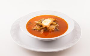 Sopa de cebolla con chile poblano