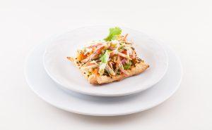 Tartaleta de hojaldre, salpicón de cangrejo y ceniza de tortilla
